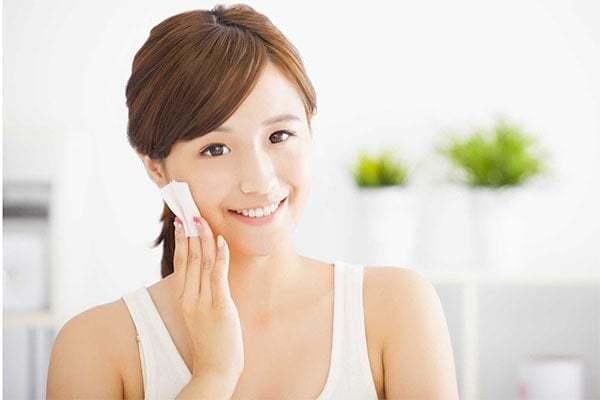 vitamin A làm tăng cường độ đàn hồi cho da, giúp da mềm mại, căng bóng; đồng thời nó cũng như một lớp màng bảo vệ da khỏi các tác nhân xấu từ bên ngoài.