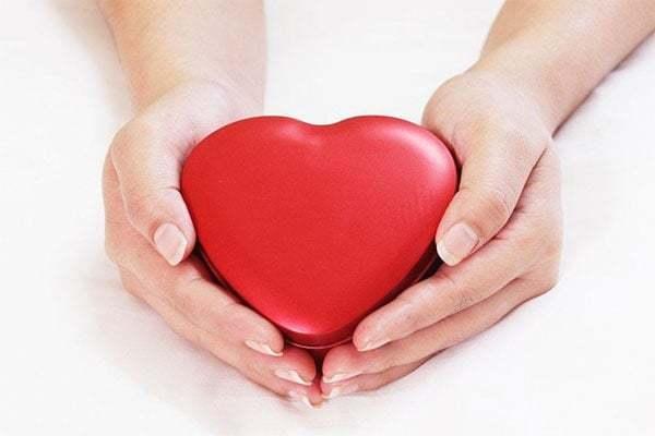 Những cơn đau nơi ngực trái luôn là nỗi lo của tất cả mọi người vì nó tiềm ẩn những hậu quả khôn lường cho sức khỏe thậm chí là cả mạng sống của chúng ta. Nên đừng để đến lúc trái tim phải lên tiếng, hãy yêu thương trái tim ngay từ bây giờ