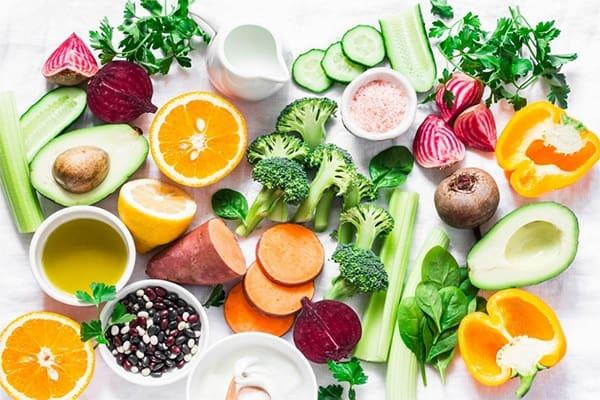 Ăn nhiều rau củ quả cùng các loại hạt, các loại đậu