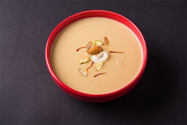 Saffron kết hợp với sữa hạnh nhân